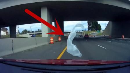 """高速上遇到这玩意怎么办?轿车司机瞬间""""致盲""""!"""
