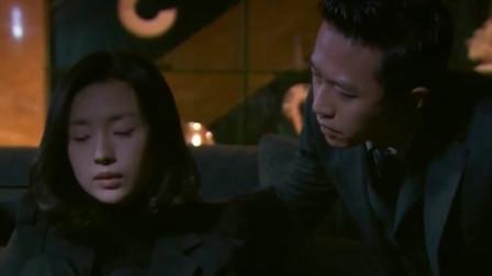 韩灵见完小三,回到家就一个人坐在地上独自伤心难过!