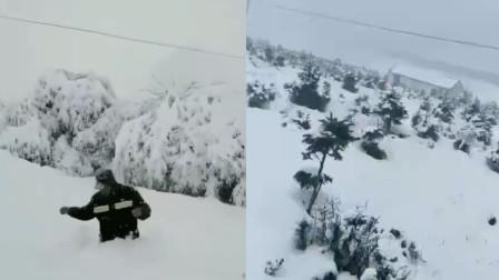 青海多地持续降雪多处交通受阻 人在雪中行走只见上半身