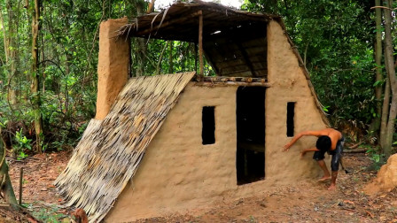 原始技术,小伙野外搭建庇护所,真是完美极了