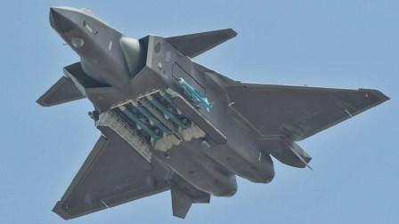 一场较量在家门口展开,外军飞机逼近中国领空,飞行员反应太振奋