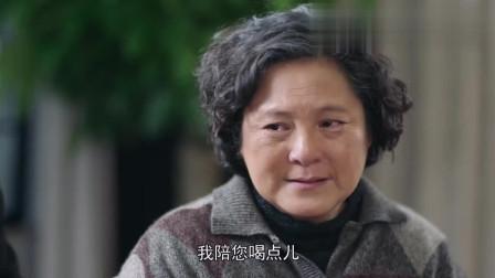 国家孩子:多年后一家人团聚,看到儿子,母亲泪流满面