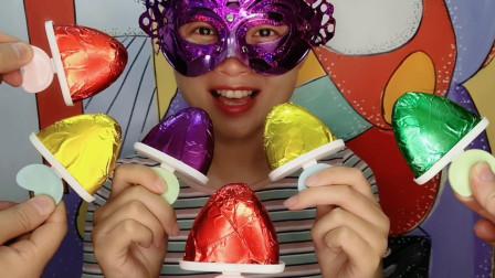 """小姐姐吃""""爱心冰棍巧克力"""",粉嫩嫩的好可爱,又香又脆超好吃"""