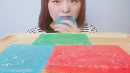 吃播大胃王:小姐姐,你这琥珀糖看起来太漂亮了吧,感觉很好吃的样子啊!