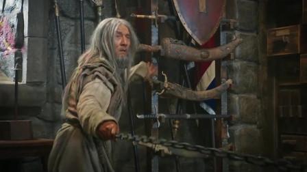成龙和施瓦辛格打架真的太逗了三足鼎当成成吉思汗的头盔