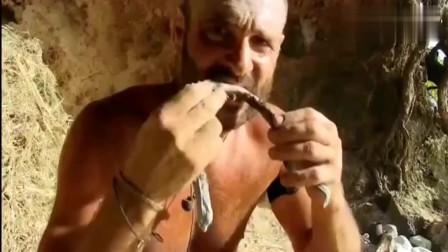 单挑荒野德哥在荒岛上生存10多天了没想到捡到了超级好的补品