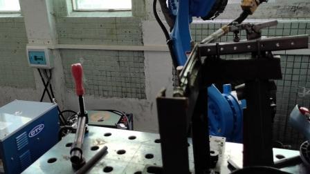 高智焊接机器人试焊客户0.7mm马鞍型焊缝铁管