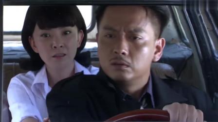 车子故障男子下车推助,女友代开不会刹车停不下来,真是女司机可怕啊