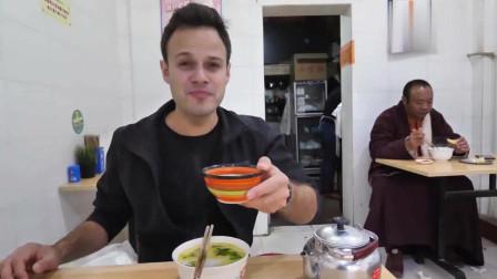 吃货老外:超滋补的牛杂汤,这个老外还吃得习惯吗?