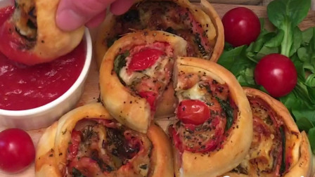 四喜披萨卷:今天又带你们换了个方法吃披萨,而且有四种口味哦