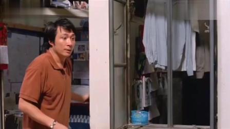 神经侠侣:衣服掉阳台上,男子帮邻居拿,这地方太危险了,我都不敢拿!
