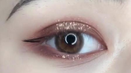 美妆教程:网红同款凄美眼妆,眼影+闪粉这样用,简直太精致了