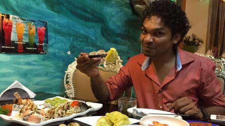 """中国的筷子在印度""""火""""了 ,它能改变印度人用手抓饭的习惯吗?"""