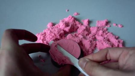 DIY手工达人,教你用彩色太空沙做个炫彩的生日蛋糕