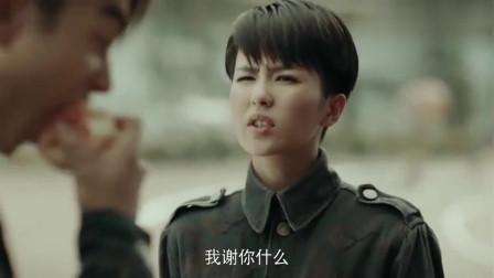 烈火军校:小顾今天也乐于助人了!小谢你怎么肥四!真是生气吼!再啃一个苹果!