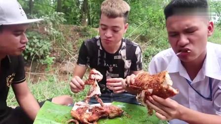 吃播:越南吃货小哥试吃炭烤竹鼠,这野味皮酥肉厚,吃起来贼香!