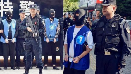 安徽警方押解涉恶分子指认现场 特警持枪警戒