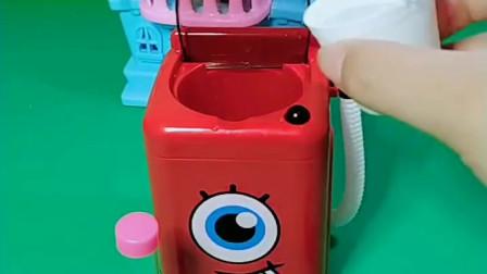 宝宝喜欢玩玩具:乔治一个人在家玩洗衣机