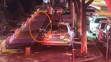 女子醉倒路边醒来躺陌生床上 警方:嫌疑人刚刑满释放