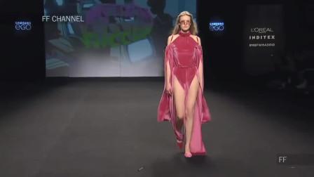朱红色灯芯绒长裙,碎片化的设计