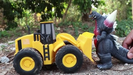 疯狂挖土车与哥斯拉巨蝎展开大战
