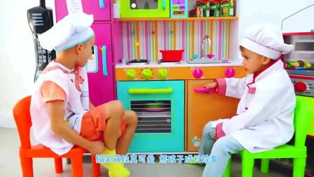 萌娃小可爱化身小厨师做美味的蛋糕!小家伙的手艺真是不错!萌娃:让我来拍个照片!