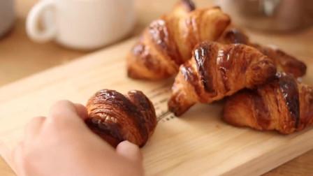 香酥黄油牛角包 早餐首选 酥脆外皮 搭配一杯牛奶 完美早餐get