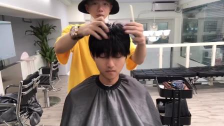 小哥嫌弃头发没形状不好看,理发店烫了一款纹理烫发型,秒变日系帅哥,男生烫发发型参考