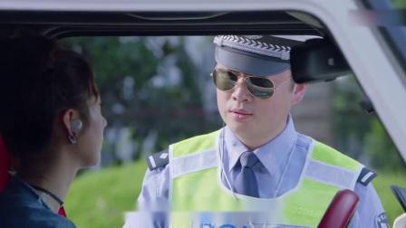 富家女开奔驰过马路,红绿灯都不走,交警:是没你喜欢的颜色吗?