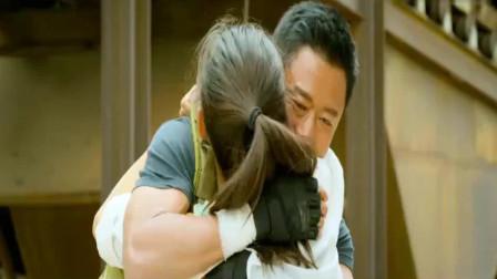 战狼2:死里逃生的这一吻,据说这段吻戏,是吴京老婆要求加的!