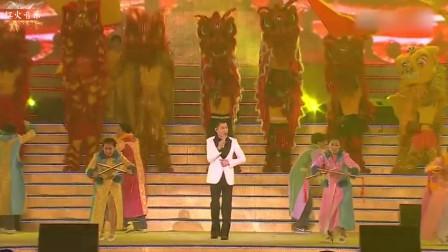 香港70周年国庆晚会上,刘德华演唱《中国人》,红色场面太感人