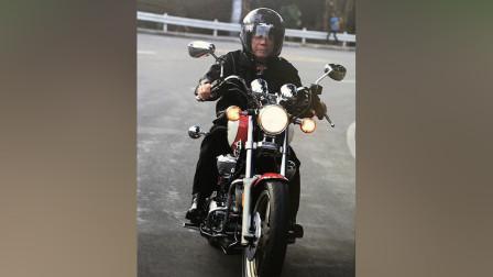 菲律宾总统杜特尔特骑摩托当场大秀车技 一不小心从车上摔了下来