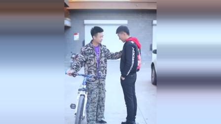 亿万富豪骑自行车回农村,被兄弟看不起,结局让他高攀不起