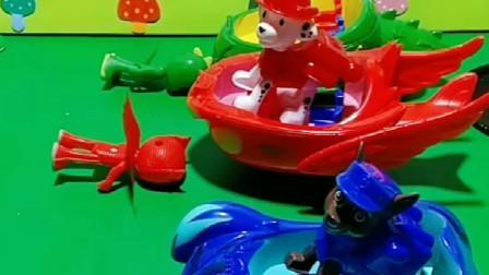 汪汪队来偷车,小朋友们你们会发送小红心告诉他们,是汪汪队把车开跑了吗?
