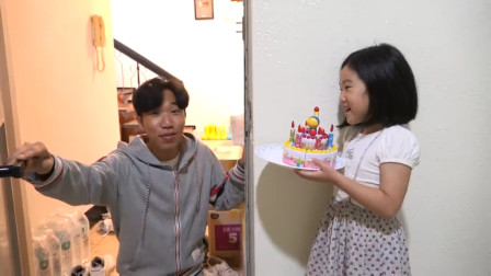 太厉害了!萌宝小萝莉亲手制作的蛋糕会是什么样的?趣味玩具故事