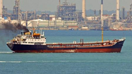 伊朗油轮疑似遭遇袭击,在红海突发爆炸,大量石油倾覆海水中