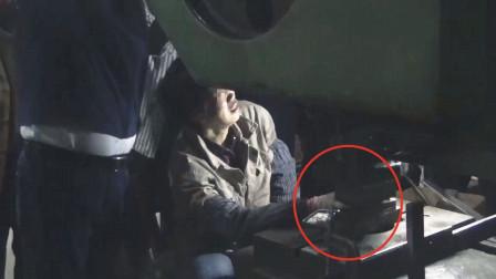 看着都疼!实拍:女子五指被30吨重冲压机压住 获救后失声痛哭