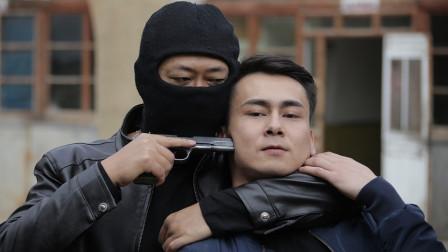 《侠路相逢》现代警匪与古代武侠相结合,场面激烈