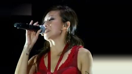 林忆莲深情演唱一首《我最亲爱的》,歌声里全是故事,令人沉醉