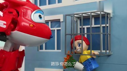 爱看动漫1_超级飞侠:小女孩被卡在防盗窗上,家门被锁进不去,乐迪急坏了