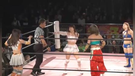 日本女子摔角:美女组合这一套连招打得非常漂亮,当场指责裁判员