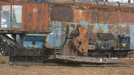 步进式挖掘机,行走的钢铁巨兽!