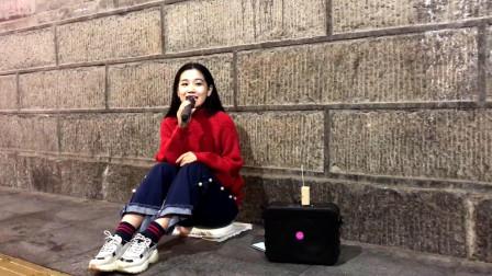 西安网红王锤锤城墙下演绎《当你》人美声甜,太喜欢了!