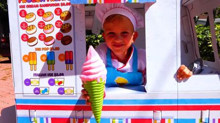 太棒了!萌娃小正太做了超大的冰激凌,能吃吗?