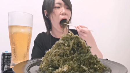 海葡萄是什么神奇物种?小哥用它做吃播,大口大口嚼看着就咸