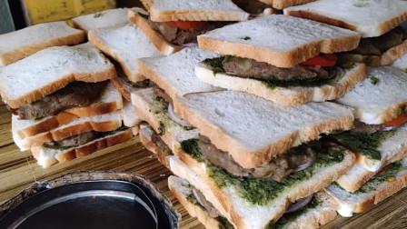 孟买百年老店,印度特色三明治,小哥的刀功不错