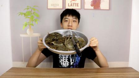 小伙第一次吃大闸蟹,直接蒸一盘,这蟹黄也太多了!