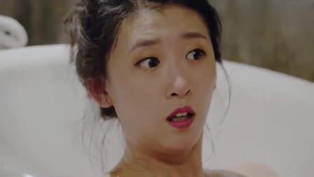 少妇正在泡澡,闯进来俩男人,少妇为何还这么淡定?