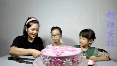 受无数女孩喜爱的翻糖蛋糕,淡淡的粉色,漂亮的小花,舍不得吃了