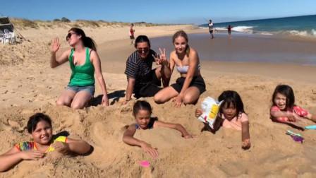 去海边旅游,为什么不能把身体埋进沙滩中?看完终于明白了
